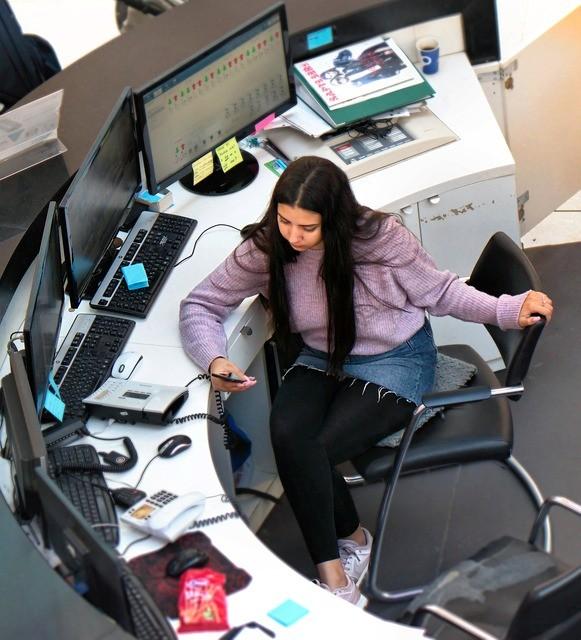 zitten zonder rugpijn op kantoor