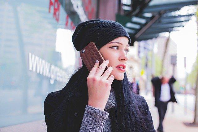 telefoongesprek kort en bondig